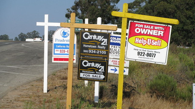 For sale signs in California. Photo from Wikimedia Commons.