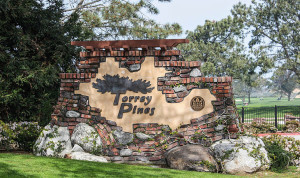 Entrance sign at Torrey Pines golf course in La Jolla. Image courtesy of Wikimedia Commons