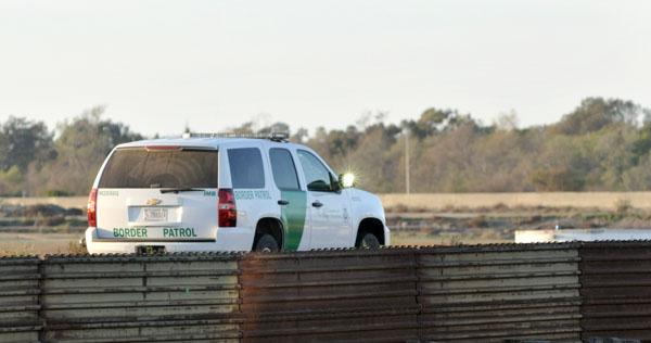 Border Patrol agent monitors U.S.-Mexico border.  Photo by Chris Stone