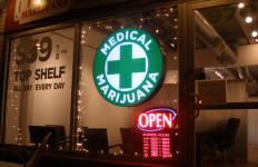 Medical marijuana shop. Image courtesy Wikimedia Commons