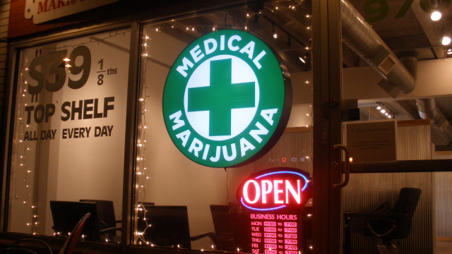 Medical marijuana shop. Image courtesy Wikimedia Commons