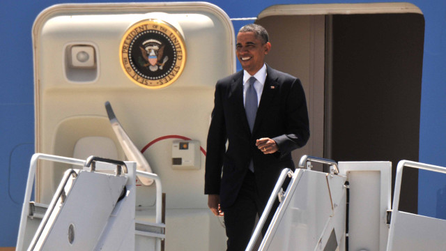 President Obama exits Air Force One at MCAS Miramar. Photo by Chris Stone