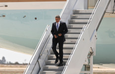 President Obama descends from Air Force One after 11:44 a.m. arrival at MCAS Miramar. Photo by Chris Stone