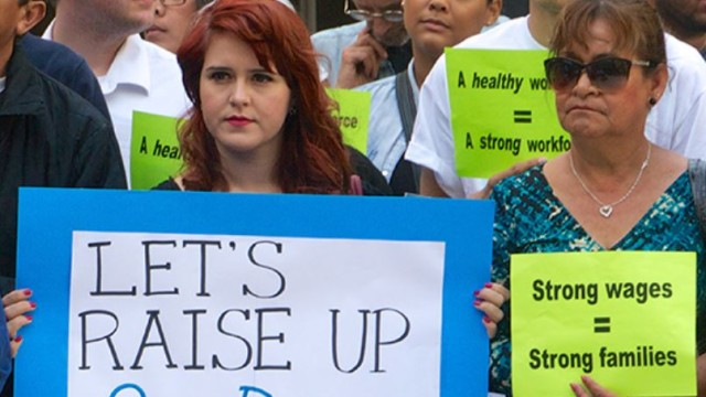 San Diegans rally for a higher minimum wage. Image courtesy Raise Up San Diego