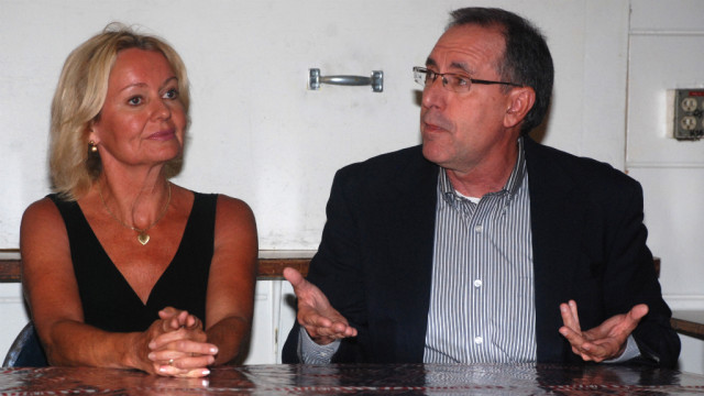 Mary Moran and Barry Jantz discuss how to deal with liberal critics. Photo by Ken Stone