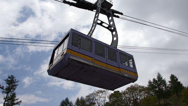 Supervisor Ron Roberts wants to do a feasibility study on an air tram system ,similar to the one seen here, between Downtown San Diego and Balboa Park. Photo credit: Wiki Commons