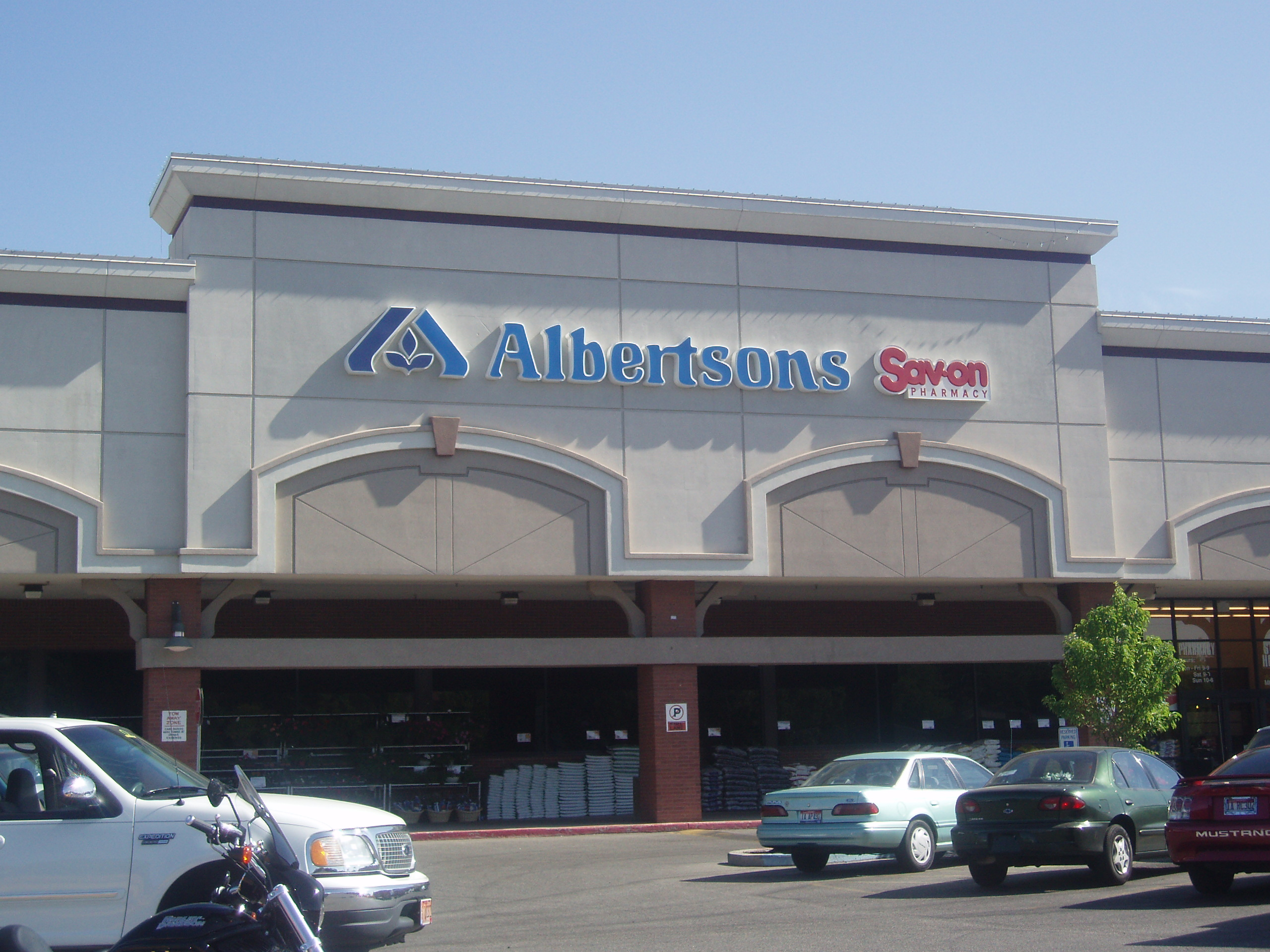 California store faces lawsuit over no-Spanish language policy