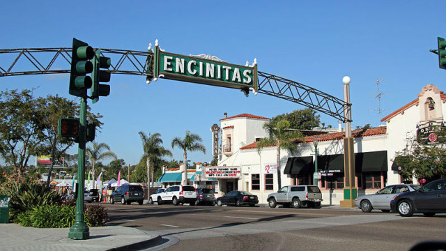 Landmark sign in downtown Encinitas. Photo via Wikimedia Commons