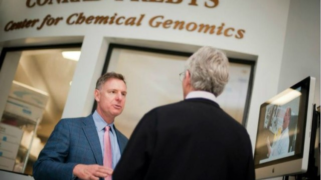 Rep. Scott Peters at the Sanford-Burnham-Prebys Medical Research Institute. Photo courtesy Peters' office