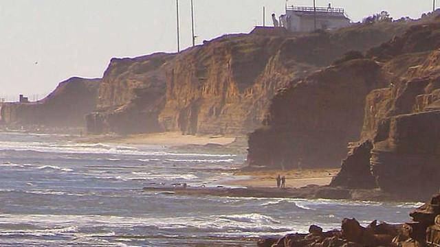 Sunset Cliffs in San Diego. Photo by Jon Sullivan via Wikimedia Commons