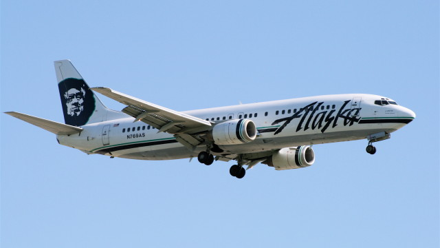 An Alaska Airlines Boeing 737 jetliner. Photo via Wikimedia Commons