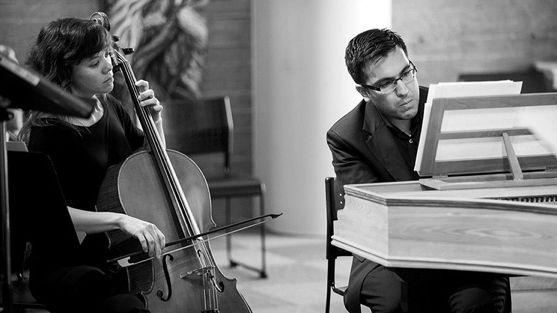 Bach Collegium San Diego's music director, Ruben Valenzuela, with a cellist.