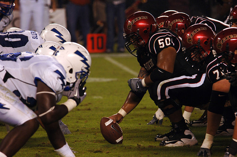 800px-Aztecs_on_offense_at_Air_Force_at_SDSU_2010-10-16