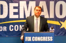 Carl DeMaio prior to his press conference on border security. Photo by Chris Jennewein