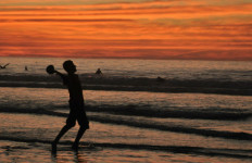 Sunset on a San Diego beach. Photo via Chris Stone