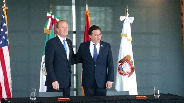 San Diego Mayor Kevin Faulconer (left) and Tijuana Mayor Jorge Astiazaran at the signing ceremony. Photo by Chris Jennewein