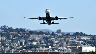 Airliner takes off from San Diego