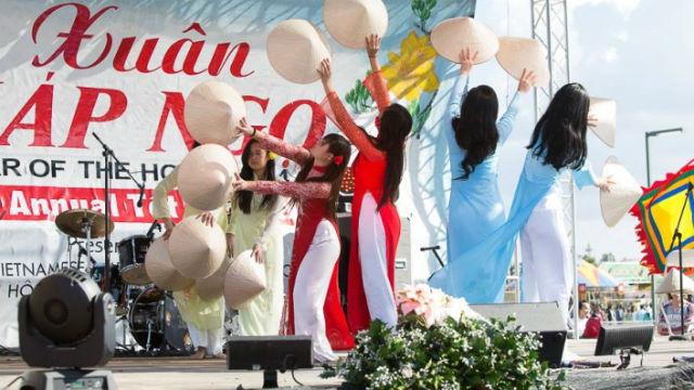Dancers at the 2014 San Diego Tet Festival. Courtesy of VAYA