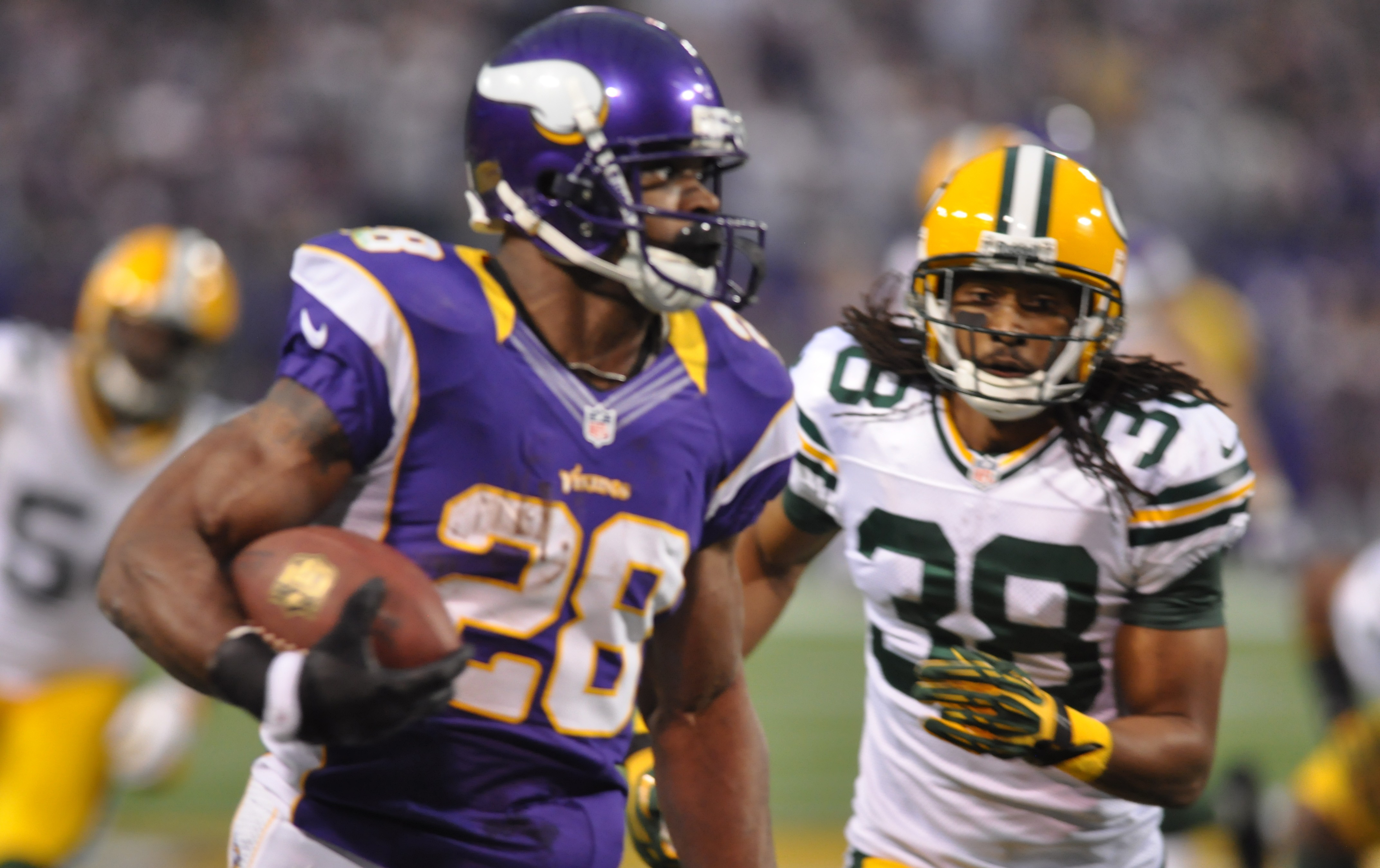 L T Says Chargers Should Sign Vikings Adrian Peterson