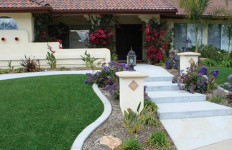 A home with artificial turf and drought-resistant plants. Courtesy San Diego County Water Authority
