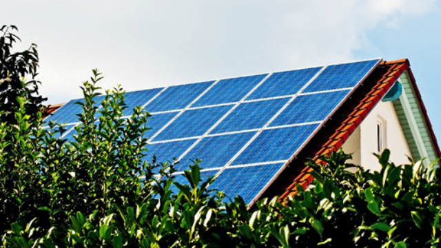 Rooftop solar panels. Image via County News Center
