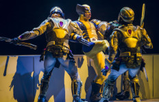 Wolverine battles two Chitauri Warriors as he fights to save Storm and Cyclops from Loki's clutches in Marvel Universe LIVE! Courtesy Marvel