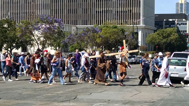 Worshipers cross Ash Street with the Sempra Energy building in the background. Photo by Chris Jennewein