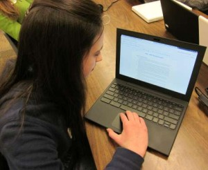 A student using a Chromebook. Photo by Jeff Billings via Wikimedia Commons