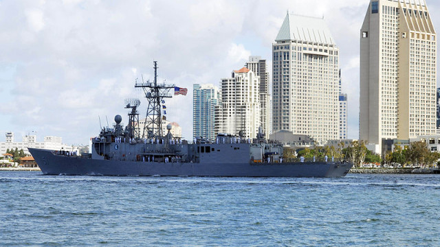 The Oliver Hazard Perry-class frigate USS Gary off downtown San Diego. Navy photo