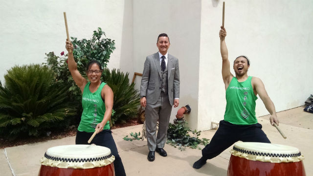 City Councilman Chris Cate with drummers from Naruwan Taika. Photo by Chris Jennewein