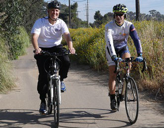 Supervisor Dave Roberts (left) rides alongside Karl Rudnick of BikeWalkSolana, on the Rose Canyon Bike Path.