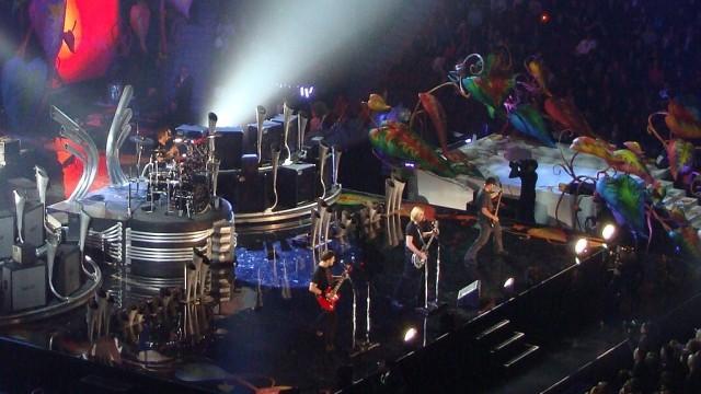 https://upload.wikimedia.org/wikipedia/commons/3/36/Nickelback_at_Juno_Awards.jpg