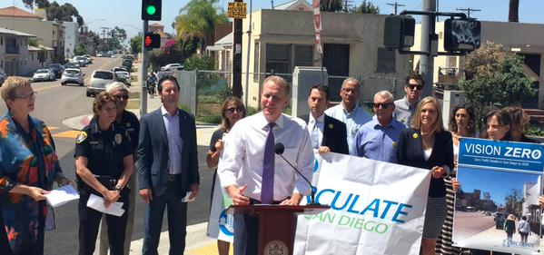 Mayor Kevin Faulconer with city officials and Circulate San Diego staff advocating for safe streets in San Diego. Photo courtesy of the Mayor's Office