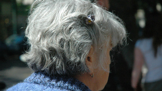 A elderly woman. Photo via Pixabay