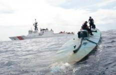 Crew from the Coast Guard Cutter Stratton board the narco sub. Coast Guard photo