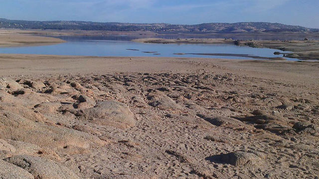 The record California drought has left little water in the Folsom Reservoir. Photo courtesy USGS