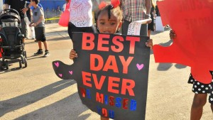 Imani Dixon, 3, has a welcome home sign for her dad. Photo by Chris Stone
