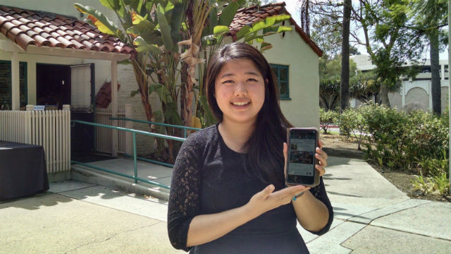 Winnie Xu with a prototype of the Giventure app for connecting Millennials with volunteer opportunities. Photo by Chris Jennewein