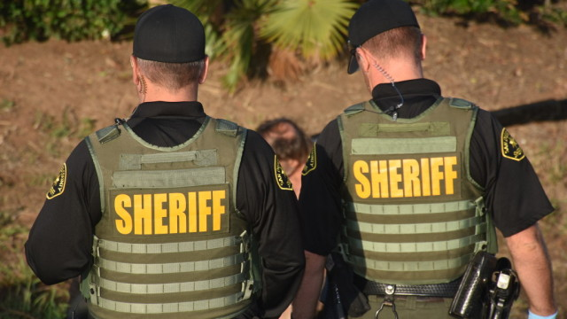 Deputies arrest a suspected gang member