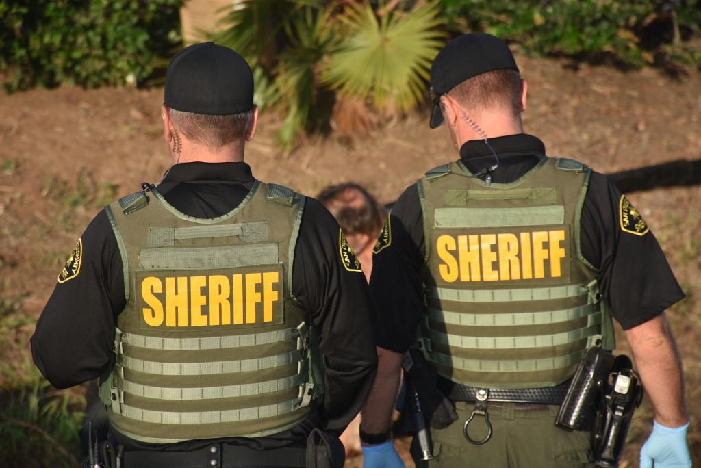 シェリフの代理逮捕29間郡全を保証掃引