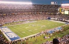 Image of Qualcomm stadium from Wikimedia Commons.
