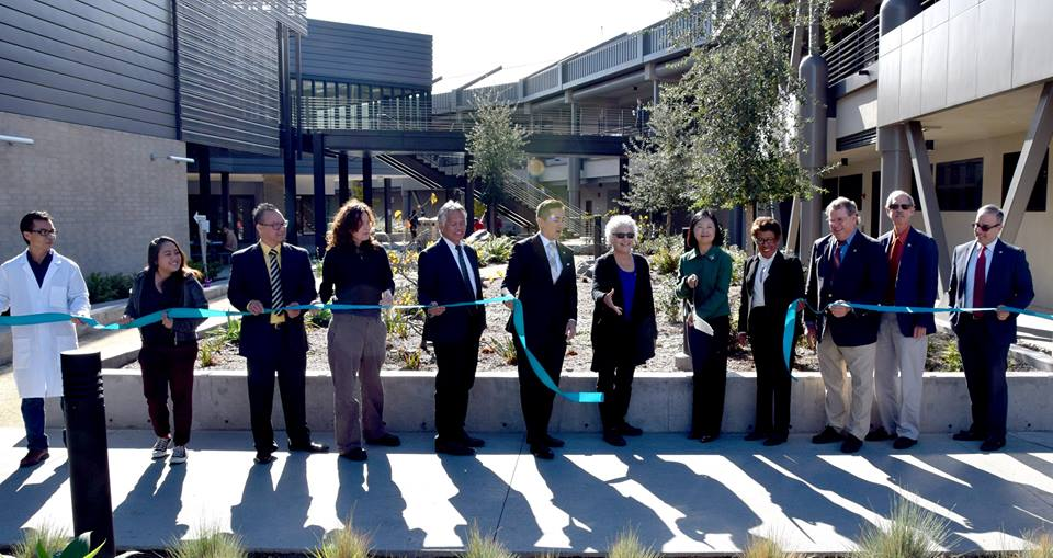 Councilman Chris Cate and Miramar College president Patricia Hsieh cutting the ribbon at the new science building. Photo courtesy of Miramar College