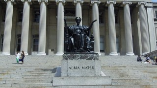 Status of Alma Mater at Columbia University in New York. Photo via Pixabay