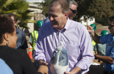 Mayor Kevin Faulconer gives a turkey to a resident at the Webster block party. Courtesy One San Diego