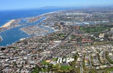 Aerial photo of Newport Beach looking north toward Los Angeles. Photo by Ramey Logan via Wikimedia Commons
