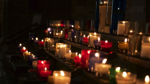 Mourning Candles. Photo by Wouter Engler on Wikimedia Commons.