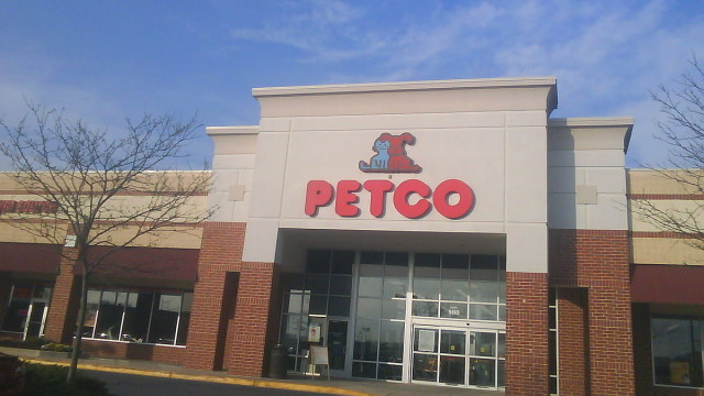 Image of Petco store from Wikimedia Commons.