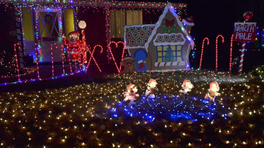 Jingle Bell Hill is at Pepper Drive, Solomon Avenue, Pegeen Place and  surrounding streets in El Cajon. Photo by Chris Stone - Joy To San Diego: The Best And The Brightest In 4-Minute Holiday
