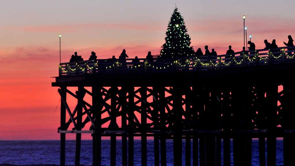 the 2015 christmas tree at the end of crystal pier in pacific beach photo by chris stone - Best Christmas Lights In San Diego