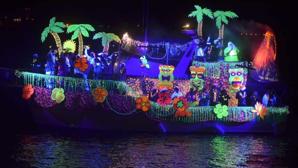 boat christmas light ideas